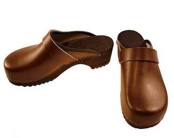 Clogs brown