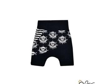 Shorts évolutif, shorts bébé tête de mort, shorts enfant pirate, shorts tête de mort, shorts pirates, crâne par MEF Créations Boutique