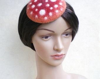 Bibi fascinator champignon rouge et blanc, petit chapeau pour sorties et fêtes, collection « Forêt enchantée », accessoire pour cheveux