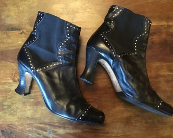 Beautiful Vintage Leather Handmade Boots Shellys Size 6 (39)