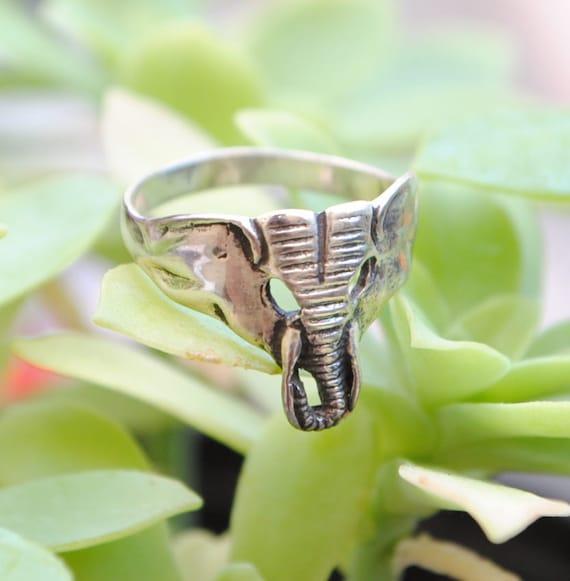 Elephant ring - silver ring - animal ring - woamn ring - vintage ring