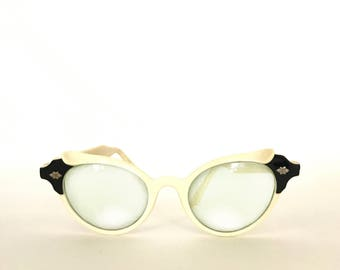 Black & White Ball Vintage 50s Cat Eye Eyeglasses / Sunglasses. White Cats Eyes.Preowned with an RX that needs to be replaced.