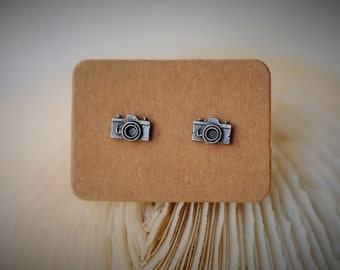 CAMERA Stud Earrring ~ 7 mm- Unisex / Casual / Geeky