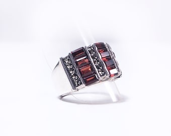 Silver marcacite and Garnet ring