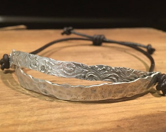 Alum-i-llipse Wave Bracelet