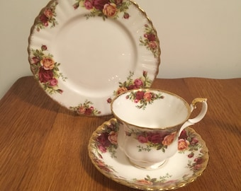 Royal Albert Old Country Roses Montrose Footed Cup and Saucer with a Dessert Plate