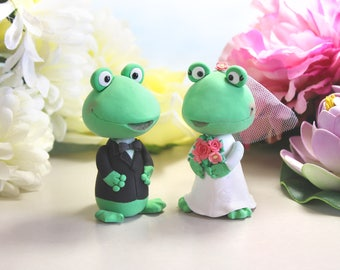 Funny Frog wedding cake toppers bride groom figurines - unique cute wedding cake toppers gift personalized green white pink rustic animals