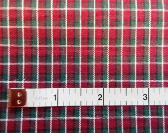 Small Plaid Quilt/Craft Fabric - Maroon & Green Cotton - Vintage - 1/2 Yd
