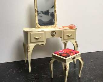 Vintage Sindy dressing table with stool for Sindy bedroom, seventies/eighties made by Pedigree England