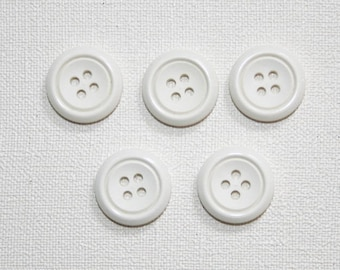 Set of 5 round vintage buttons. White buttons.  B43