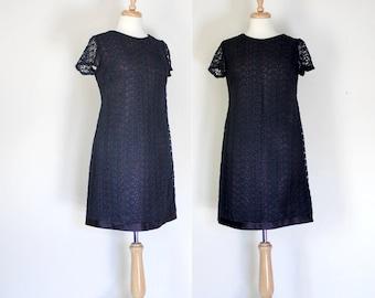 Vintage Dress / Vintage 60s Dress / Lace Dress / Vintage Shift Dress / Crocheted Lace Dress / Navy Blue / Short Sleeve Dress / Size Small