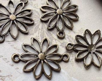 25 x 19 mm Antiqued Bronze Daisy Flower Charm Connectors (.thi)