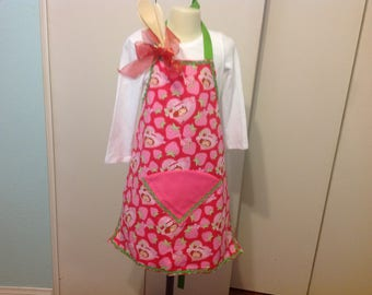 Girls Apron Strawberry Shortcake includes 3 wooden spoons