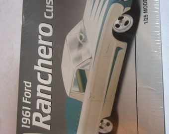 AMT ERTL 1961 Ford Ranchero Custom. 1/25 Scale Plastic Model Kit. 1997. NIB.