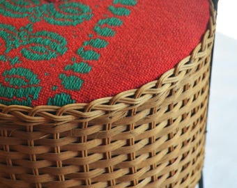 Rattan Sewing Storage Box, Sewing Basket with Textile Lid & Wrought Iron Handle and Feet, Round Wicker Knitting Basket, Wicker Craft Box