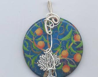 Embellished decoupage pendant and matching beads - 45 mm pendant embellished with wire and four matching 20 mm squares