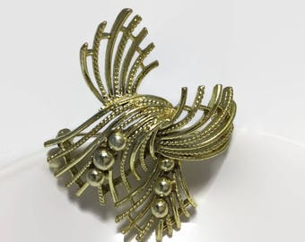 Beautiful Lisner Brooch
