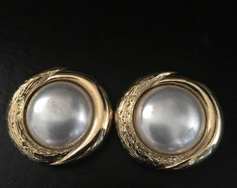 Vintage Gold Tone with Faux Pearl Shoe Clips