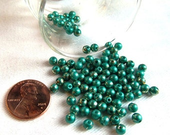 100-Count 4mm Acrylic Party Beads in Green with Gold Metallic Accents