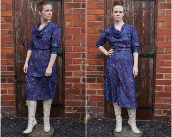 1970's Size M-L dark blue and pink paisley dress with cowl neck detail
