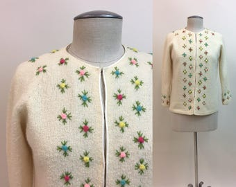 Vintage 1960s Embroidered Wool Cardigan / Womens 60s Cream Lambswool Knit Sweater Floral Embroidery