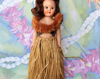 Vintage Celluloid HAWAIIAN  HULA DOLL Souvenir