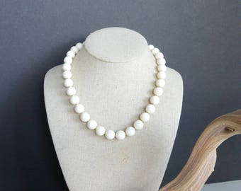Vintage Beaded Necklace in Cream