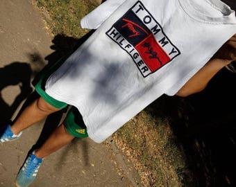 Tommy Hilfiger t-shirt, vintage white Tommy shirt of 90s hip-hop clothing, 1990s hip hop, old school, OG, gangsta rap, size M Medium