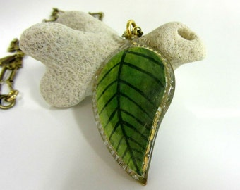 Hand Painted Summer Leaf Pendant, Green Leaf Necklace, Filigree Leaf Jewelry, Nature Jewelry, Gardener's Necklace, Vintage Brass Chain