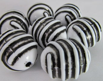 12 Vintage 20mm White and Black Oval Acrylic Tribal Beads Bd1836