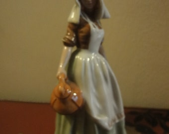 Royal Doulton Figurine The Milkmaid HN2057 Perfect   1949
