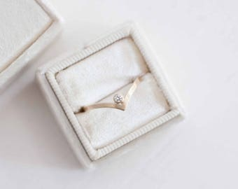 Contour Flat Band + Diamond Accent | 14k Recycled Gold