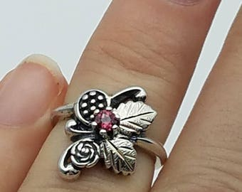 Vintage Signed WM Co. Sterling Silver & Garnet Ring - SIze 5.5