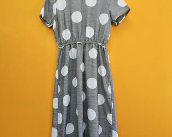 Retro Gray Dots Vintage Dress in Women's Estimated Size Medium (A simple short sleeve mid length dress with a 32-38 inch elastic waist.)
