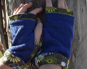 Casual blue mittens / floral