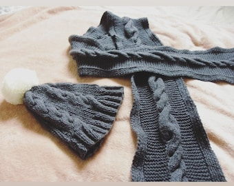 Set scarf and gray wool hat