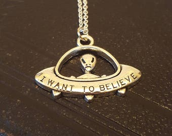 UFO I Want To Believe necklace