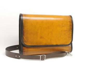 Medium Leather Messenger Bag v1