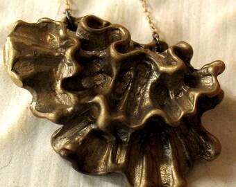 Ruffle pendant