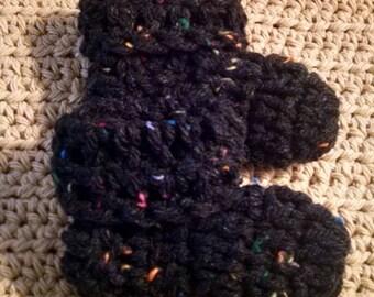 Crochet baby booties (0-3) mo