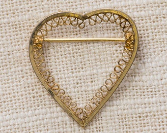 Gold Heart Brooch Small Filigree Wire Design Vintage Broach Pin 7BZ