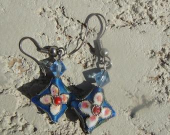 dangle painted earrings, pierced earrings,  flower dangle earrings, vintage jewelry