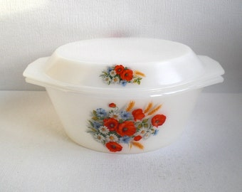 Arcopal France Large Round Casserole With Lid,Ovenproof, Serving Bowl,Milkglass, Poppy, Daisy and Cornflower decoration.Vintage 1970, 27 cm.