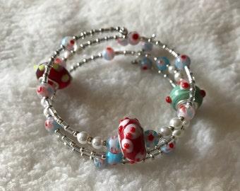 Large hole accent bead memory/wrap bracelet