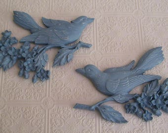2 Vintage Cottage Chic bird wall hangings Plaques Painted Shabby Chic Distressed Birds Wall decor Home decor Syroco Farmhouse decor Blue