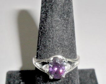Pretty delicate vintage ladies' sterling silver ring with purple and clear rhinestones size 7 1/2