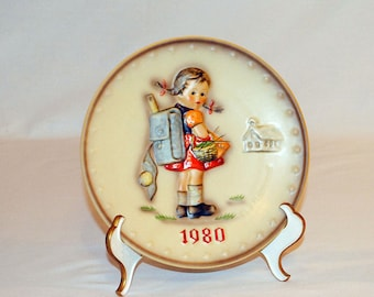 Hummel Annual Plate, 1980 in bas relief, School Girl - Hum 273