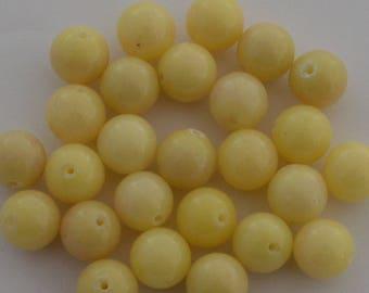 4 jade beads round 10 mm light yellow