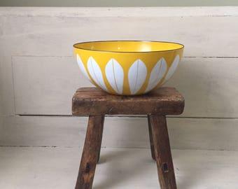 Vintage Cathrineholm Enamel Bowl   Catherine Holm Lotus Bowl   Yellow and White Enamel Bowl   Large Enamel Bowl   Mid Century Home Decor