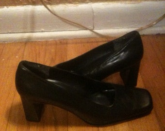 Vintage leather navy pumps Bandolino, 8M.